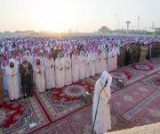أمير منطقة القصيم يؤدي صلاة عيد الفطر المبارك مع جموع المصلين