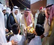 الأمير فيصل بن مشعل يزور الأيتام بمركز طموح بمدينة بريدة ويهنئهم بحلول عيد الفطر المبارك .