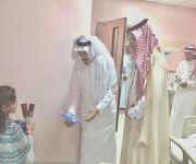 محافظ النبهانية يعايد المرضى المنومين بمستشفى المحافظة