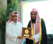 مدير عام فرع هيئات القصيم يزور مدير عام مطار الأمير نايف بن عبدالعزيز الدولي بالمنطقة