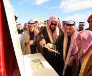 أمير القصيم يضع حجرالأساس لجامع الرابية بالفويلق