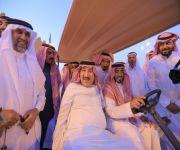الأمير عبدالعزيز بن ناصر يزور مهرجان «معية الخبراء الرابع»