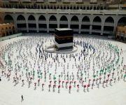 فرق الهلال الأحمر السعودي تستقبل الحجاج القادمين لأداء طواف القدوم