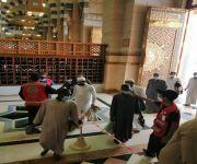 متطوعو الهلال الأحمر يشاركون في فرز المصليين بأكثر من 850 مسجداً في مناطق المملكة