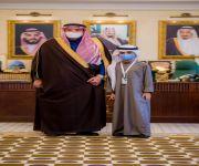 سمو أمير القصيم يكرم علي المدعس كأصغر متطوع بالمنطقة