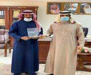 محافظ ضرية يلتقي بفريق هايكنج السعودية بالقصيم