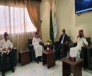 مدير عام فرع وزارة الموارد البشرية والتنمية الاجتماعية بمنطقة القصيم يكرم الطبيب / حمدي عياد
