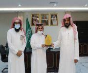 مدير عام فرع وزارة الشؤون الإسلامية بمنطقة المدينة المنورة يكرم عدداً من الموظفين