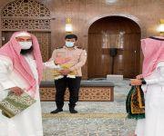 محافظة الرس :- مدير إدارة المساجد يتفقد عدداً من المساجد والجوامع  وذلك لمتابعة التقيّد بالإجراءات والتدابير الوقائية والاحترازية للحد من انتشار كورونا