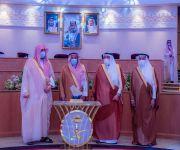 سمو امير منطقة القصيم يكرم مدير عام فرع وزارة الموارد البشرية والتنمية الاجتماعية